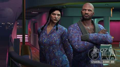 GTA Online: O casaco azul e pijamas
