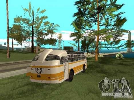 LAZ 695E para GTA San Andreas vista direita