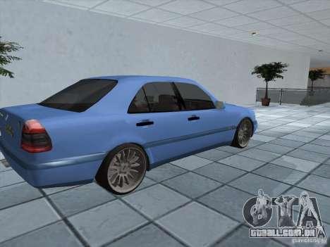 Mercedes Benz C220 para GTA San Andreas traseira esquerda vista