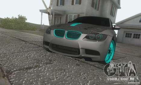 BMW M3 E92 Hellaflush v1.0 para GTA San Andreas traseira esquerda vista