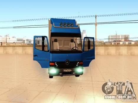 Mercedes-Benz Atego para GTA San Andreas vista interior