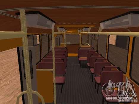 LIAZ 677 para GTA San Andreas vista interior