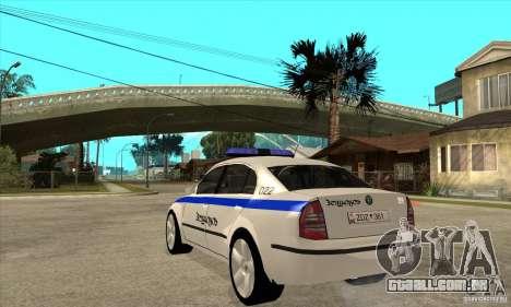 Skoda SuperB GEO Police para GTA San Andreas traseira esquerda vista
