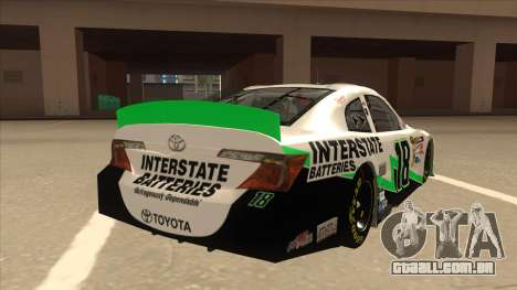 Toyota Camry NASCAR No. 18 Interstate Batteries para GTA San Andreas vista direita