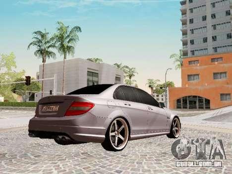 Mercedes-Benz C63 para GTA San Andreas traseira esquerda vista