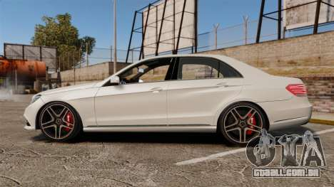 Mercedes-Benz E63 AMG 2014 v2.0 para GTA 4 esquerda vista