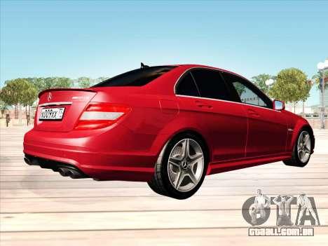 Mercedes-Benz C63 AMG HQLM para GTA San Andreas traseira esquerda vista