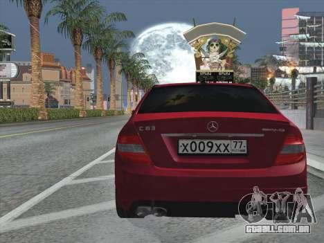 Mercedes-Benz C63 AMG HQLM para GTA San Andreas vista inferior