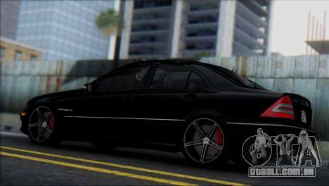 Mercedes-Benz C32 Vossen para GTA San Andreas vista direita