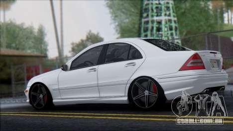 Mercedes-Benz C32 Vossen para GTA San Andreas esquerda vista