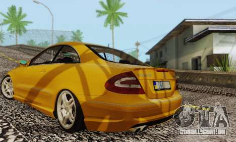 Mercedes-Benz CLK55 AMG 2003 para GTA San Andreas vista inferior