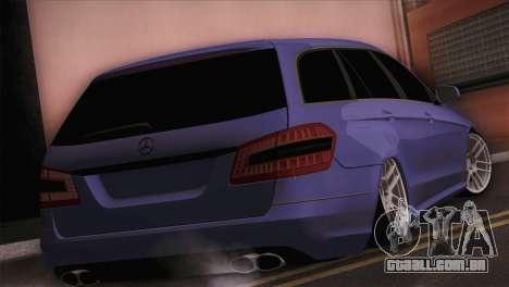 Mercedes-Benz W212 para GTA San Andreas esquerda vista