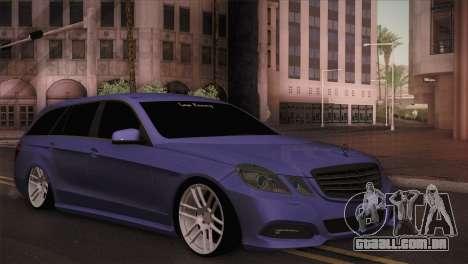 Mercedes-Benz W212 para GTA San Andreas traseira esquerda vista