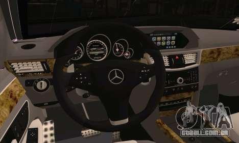 Mercedes-Benz E320 para GTA San Andreas traseira esquerda vista