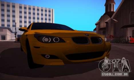 BMW M5 Gold para GTA San Andreas traseira esquerda vista