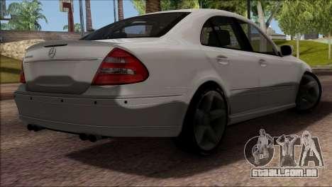 Mercedes-Benz E55 W211 AMG para GTA San Andreas vista interior
