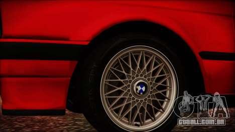 BMW M3 E30 Sedan para GTA San Andreas vista direita