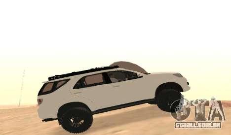 Toyota Fortuner 4WD 2015 Rustica para GTA San Andreas esquerda vista