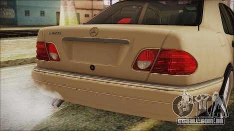 Mercedes-Benz E420 para GTA San Andreas vista traseira