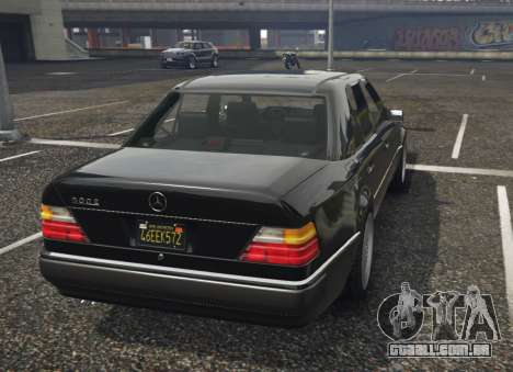 GTA 5 Mercedes-Benz E500 vista lateral esquerda