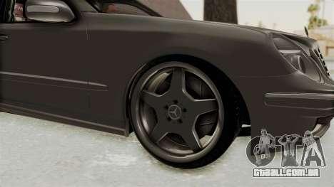 Mercedes-Benz E320 para GTA San Andreas vista traseira
