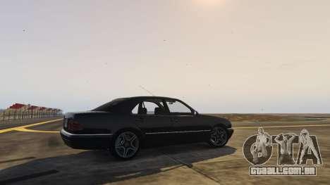 GTA 5 Mercedes-Benz W210 v1.0 traseira vista lateral esquerda