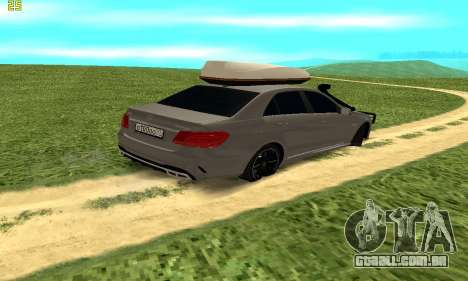 Mercedes Benz E63 AMG para GTA San Andreas traseira esquerda vista