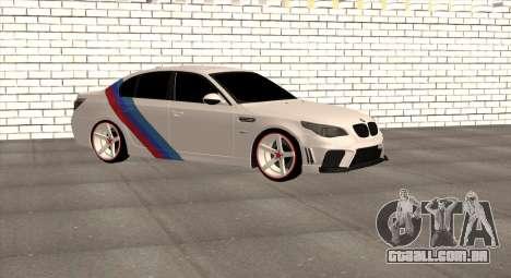 BMW M5 E60 SS (SmotraStyle) para GTA San Andreas esquerda vista