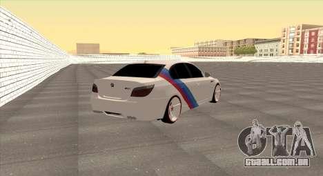 BMW M5 E60 SS (SmotraStyle) para GTA San Andreas traseira esquerda vista